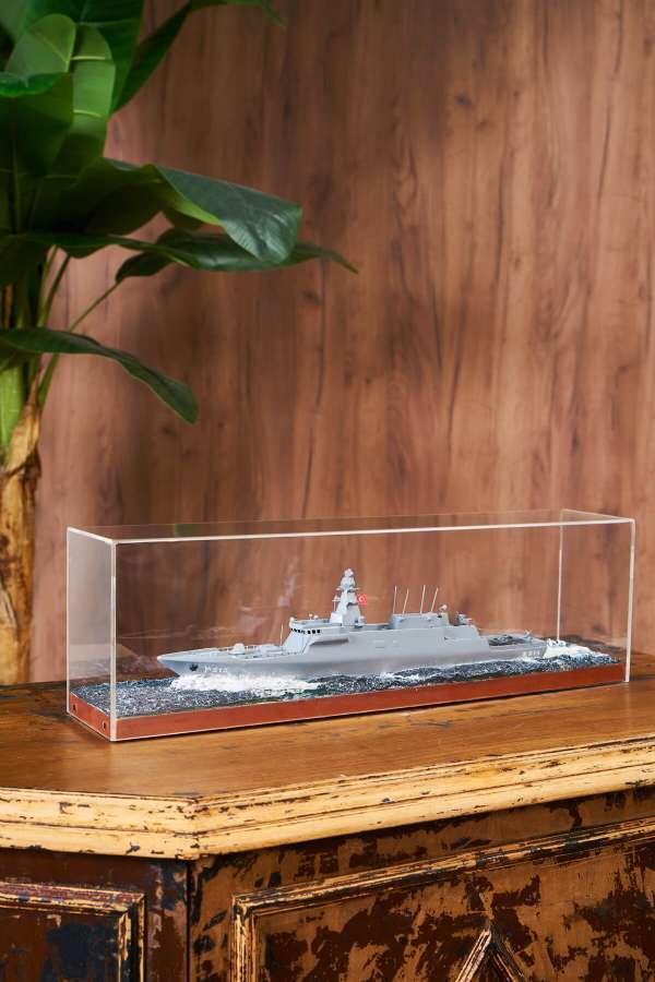 Helikopterli Savaş Gemisi Maketi