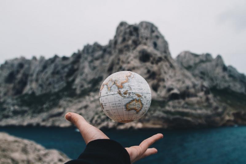 Dünyayı Parmaklarınızın Ucuna Taşıyın: Dekoratif Dünya Küreleri