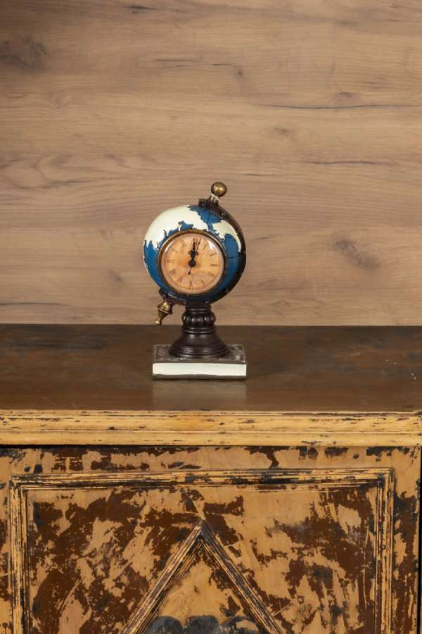 Dünya Masa Saati Küçük